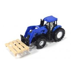Tracteur avec fourches à palettes et des palettes