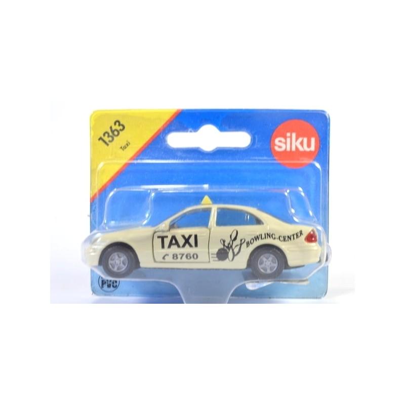 Mercedes E500 Taxi, Bowling-Center