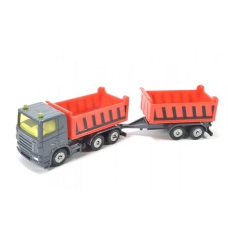 Vrachtwagen met kiepbak en kipperaanhangwagen