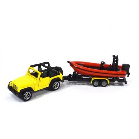 Jeep avec bateau